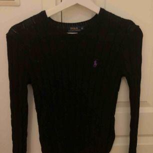 Kabelstickad tröja från Ralph lauren. Kan mötas upp i Stockholm eller postas. Då står köparen för frakten