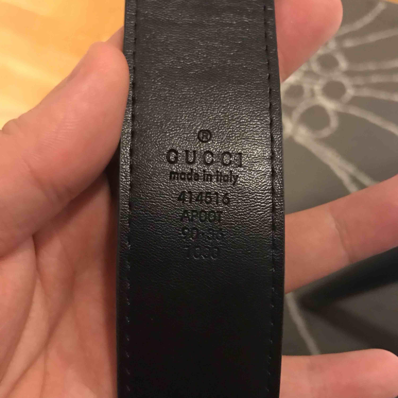 Gucci bälte kopia Ca 110 cm lång Frakt ingår i priset Mycket fint skick, inga repor. . Accessoarer.