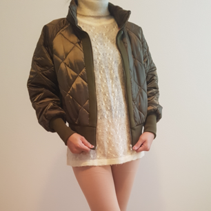 Green Vera and lucy jacket Size : small May fit to small to medium Can meet up at tcentralen