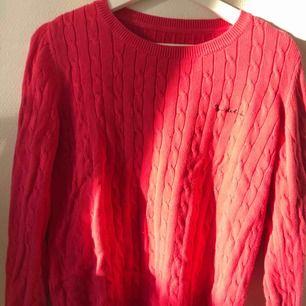 Fin kabelstickad tröja från Bondelid!  Inköpt för 600kr och använd 4 gånger, frakt tillkommer och priset är prutbart