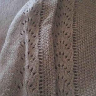 Jättefin stickad tröja, köpt på Lindex. Använd några gånger. Färgen är helt grå. Skriv för mer info 😊frakt diskuteras