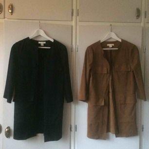 En brun och en svart kavaj/tunn jacka i fake mocka. 50 kr/st eller 70 för båda!
