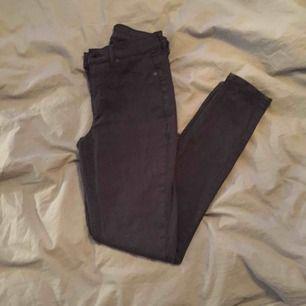 Tajta stretch jeans från Cheap Monday Stockholm. Storlek 26-27. Jag är en S. Frakten ingår i priset! ⭐️