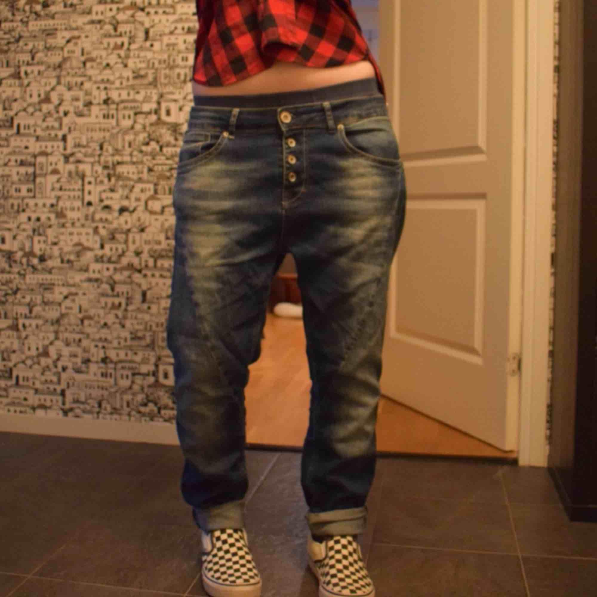 Världens bästa Boyfriendjeans, javisst 👖 Lagom baggy och sjukt bekvämas . Jeans & Byxor.