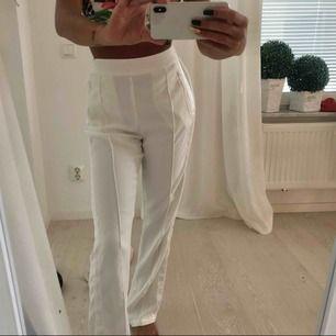 Vita kostym byxor från bikbok strl XS endast använda på bild