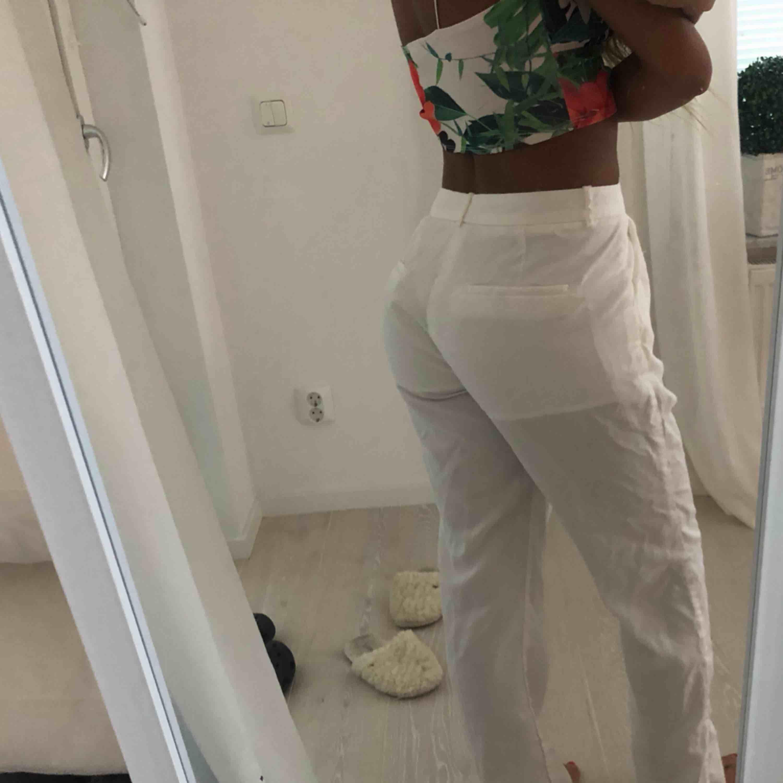 Vita kostym byxor strl S endast använda på bild . Jeans & Byxor.