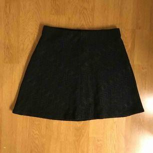 Svart kjol från Gina!