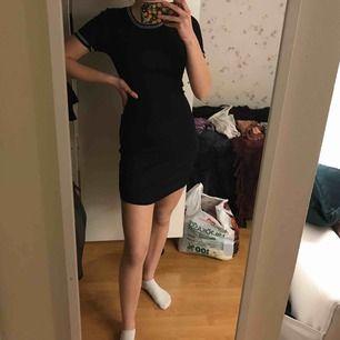 Svart ribbad klänning från H&M!