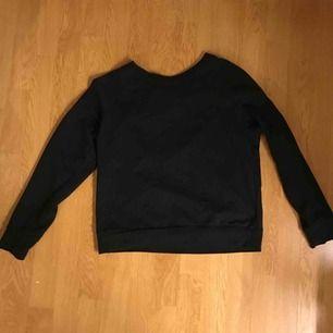 En vanlig svart tröja från H&M!