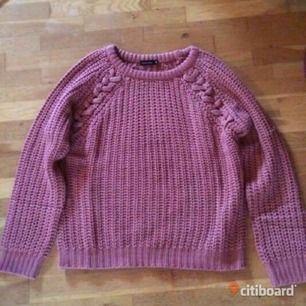 ea90e47b5207 En puderrosa stickad tröja. Endast - NA-KD Stickat - Second Hand