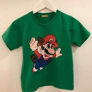 Barn T-shirt med Super Mario i storlek ca 116cl, passar barn 4-5 år (3-6år)... Frakt 9:- 29:- totalt