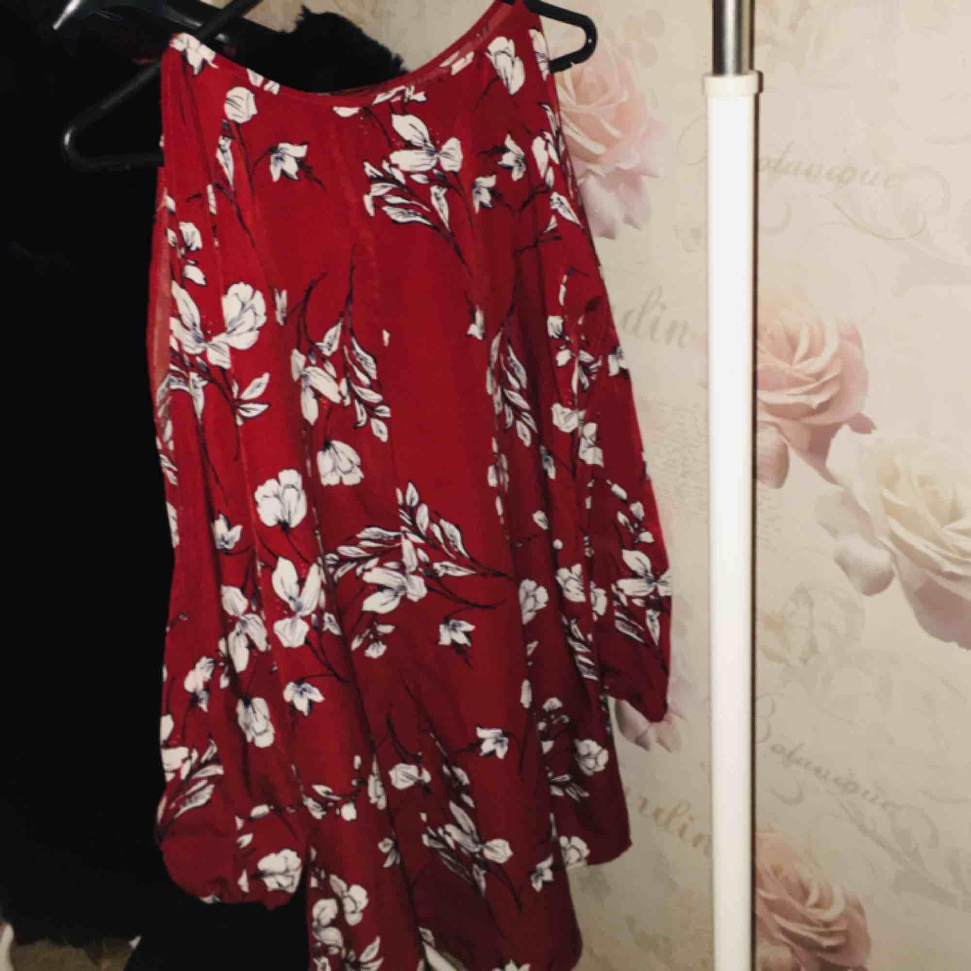 Fin blus från indiska butik det finns snöre till den tröjan . Blusar.