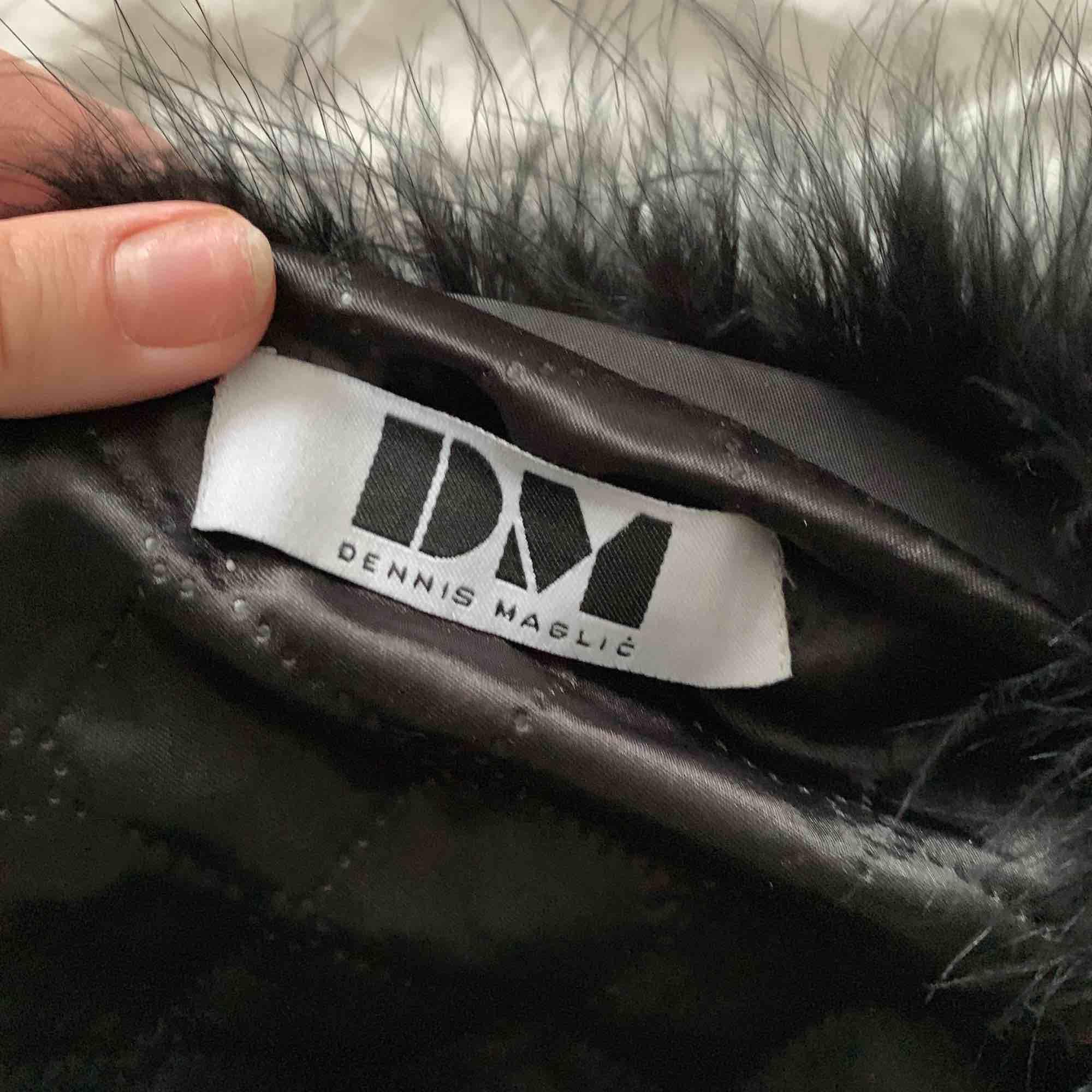 Sjukt fin pälsjacka från Dennis maglic! Jättefint skick och passar till allt😍 köpare står för frakt! . Jackor.