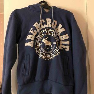 Fin blå hoodie!