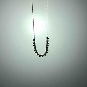 Äkta silverhalsband från Edblad, små trianglar