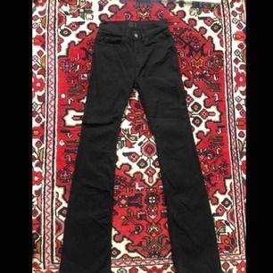 Acne Studios Jeans, svarta bootcut. Stlk. W26L34. Använda ett fåtal gånger, mycket bra skick! Säljer pga. för små:( Köparen står för frakt, kan även mötas upp!
