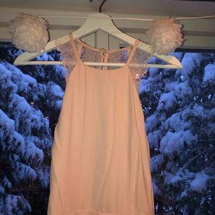 Helt ny balklänning, använd en gång, bra skick