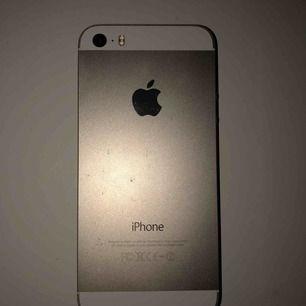 Säljer min iPhone 5s i guld Pågrund av att skärmen är sprucken så säljer jag den billig!