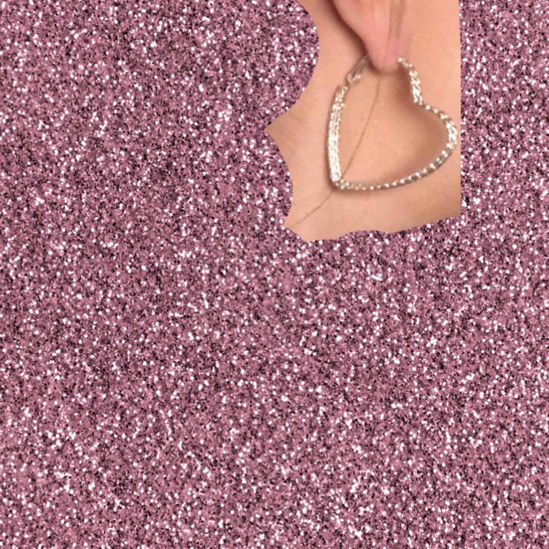 Oanvända örhängen i silver formade som hjärtan!. Accessoarer.