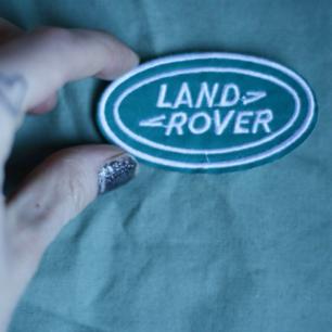 Tygmärke, turkost/grönt med Land Rover broderat. Går att stryka eller sy på. 29kr INKL frakt