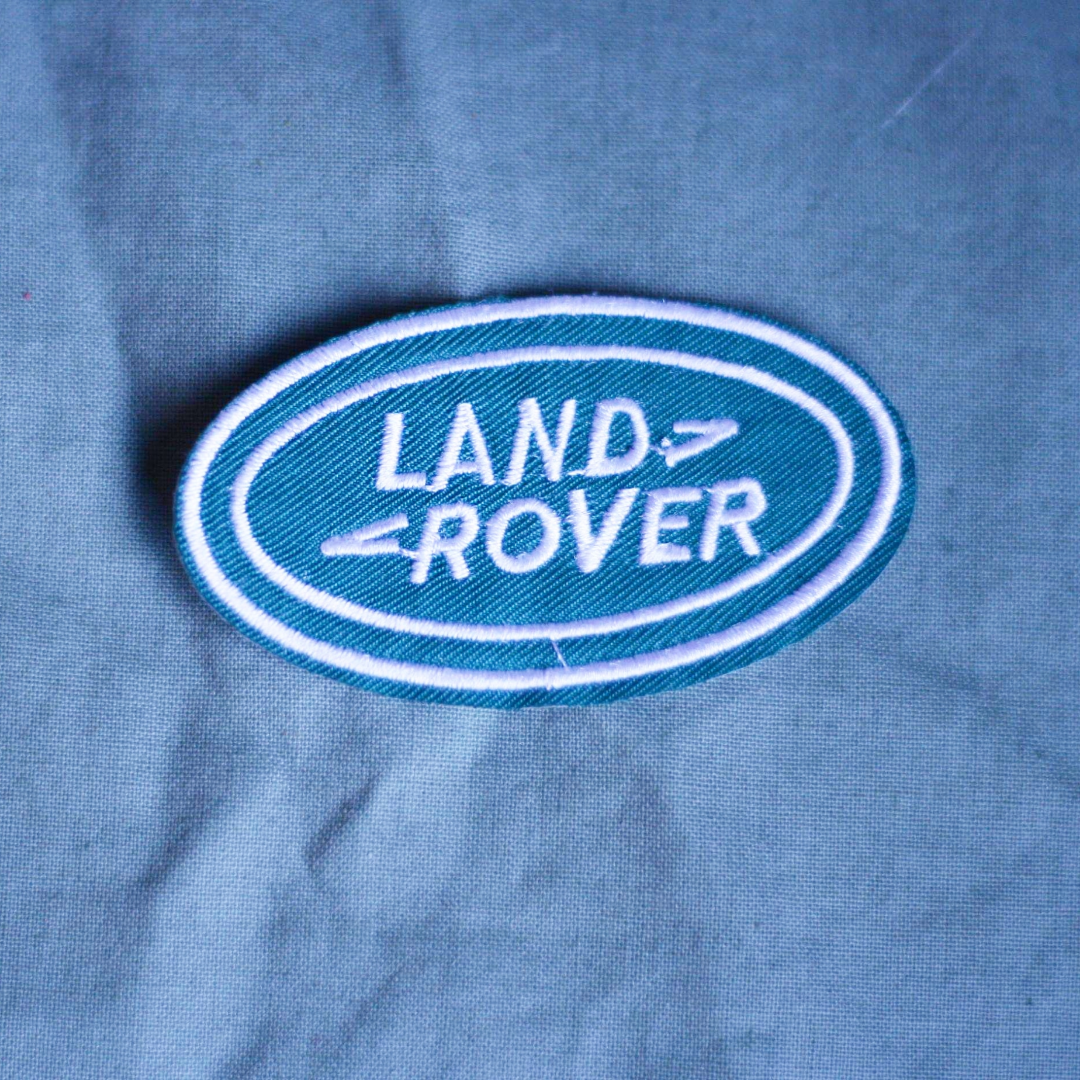 Tygmärke, turkost/grönt med Land Rover broderat. Går att stryka eller sy på. 29kr INKL frakt . Accessoarer.