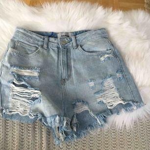 Supersnygga shorts i fint skick köpta här på plick men tyvärr för stora för mej. Det är storlek 36 som är som S