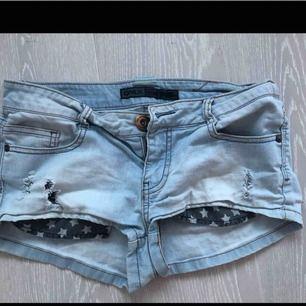 Ljusa jeans shorts från Only. Strl S. Sparsamt använda