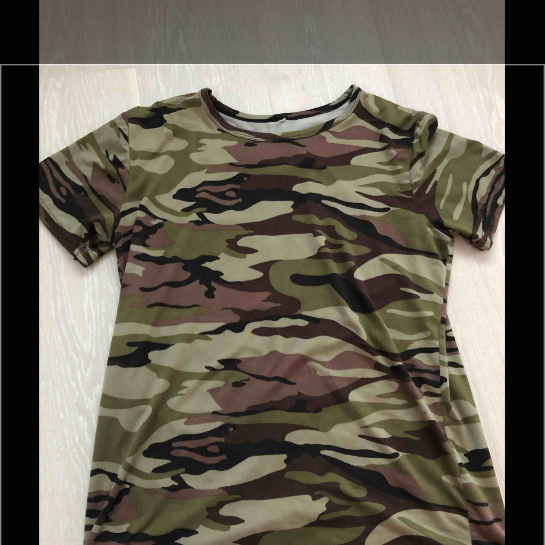 Militär tröja. Onesize. . T-shirts.