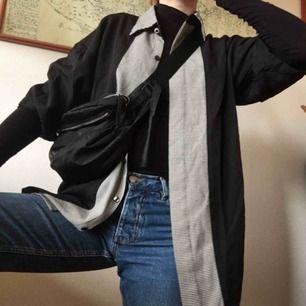 snyggaste skjortan, köpt på myrorna! passar nog dom flesta storlekarna beroende på hur man vill att den ska sitta (jag är vanligtvis strl S) frakt 36kr