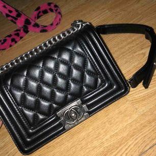 En svart Chanel kopia