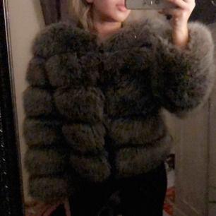 Säljer en fake pälsjacka från märket Garoff. Storlek xs. Knappt använd