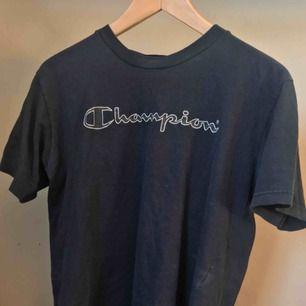 Champion T-shirt i small