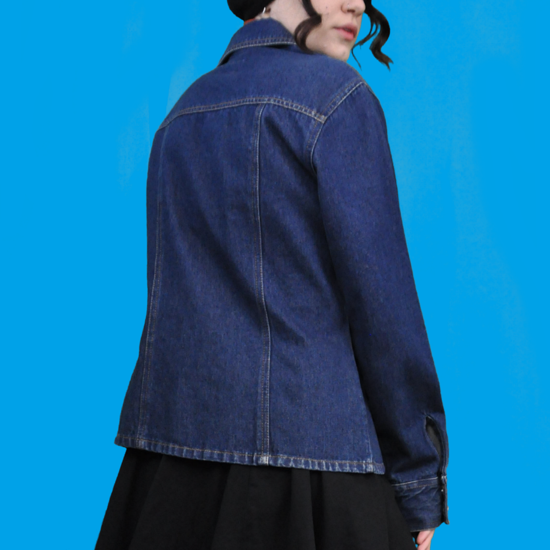Superfin unik jeansjacka i 70-tals stuk. Dolda knappar och fin passform. Köparen står för frakten, samfraktar gärna 😊👍. Jackor.