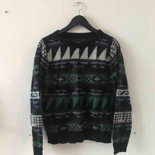 Stickad tröja från Carlings. Sparsamt använd och i gott skick. Kan mötas i Göteborg eller skicka med post (köparen betalar frakt)