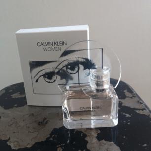 Parfym, Calvin Klein Woman 50 ml  Helt oanvänd, fick i present men hade redan köpt en själv.
