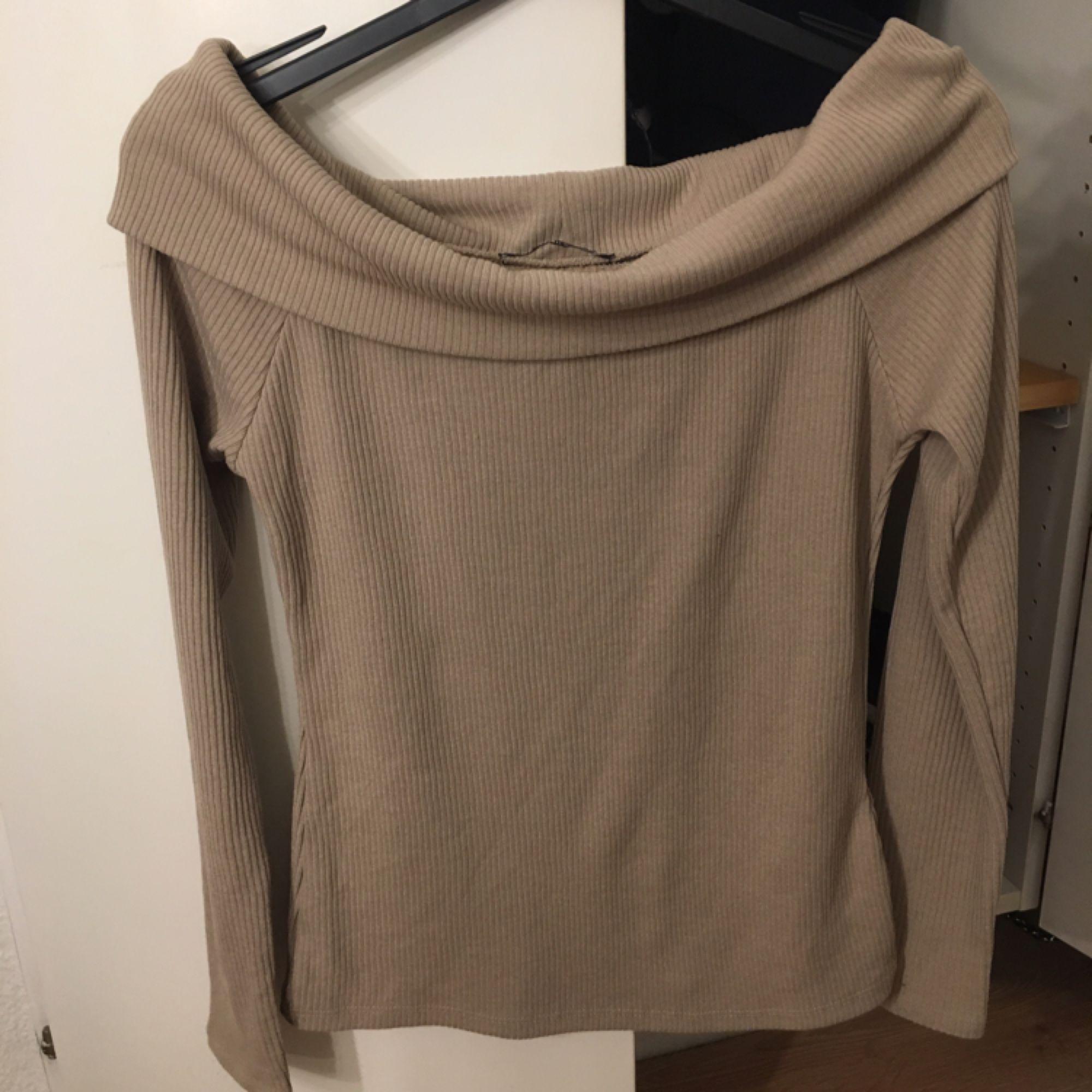 Off shoulder tröja!. Blusar.