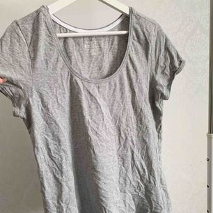 T-shirt från esmara. Knappt använd. Storlek: XL Pris: 10 kr Köparen står för frakten