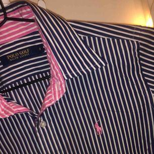 Ralph lauren skjorta aldrig använd pågrund av fel storlek, storleken är 2 och motsvarar s