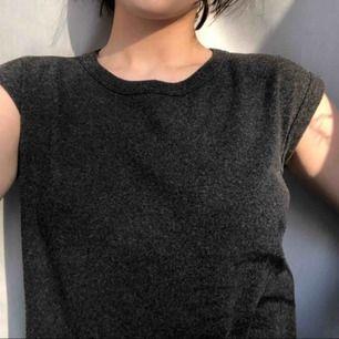 Grå Armani t-shirt i strl m