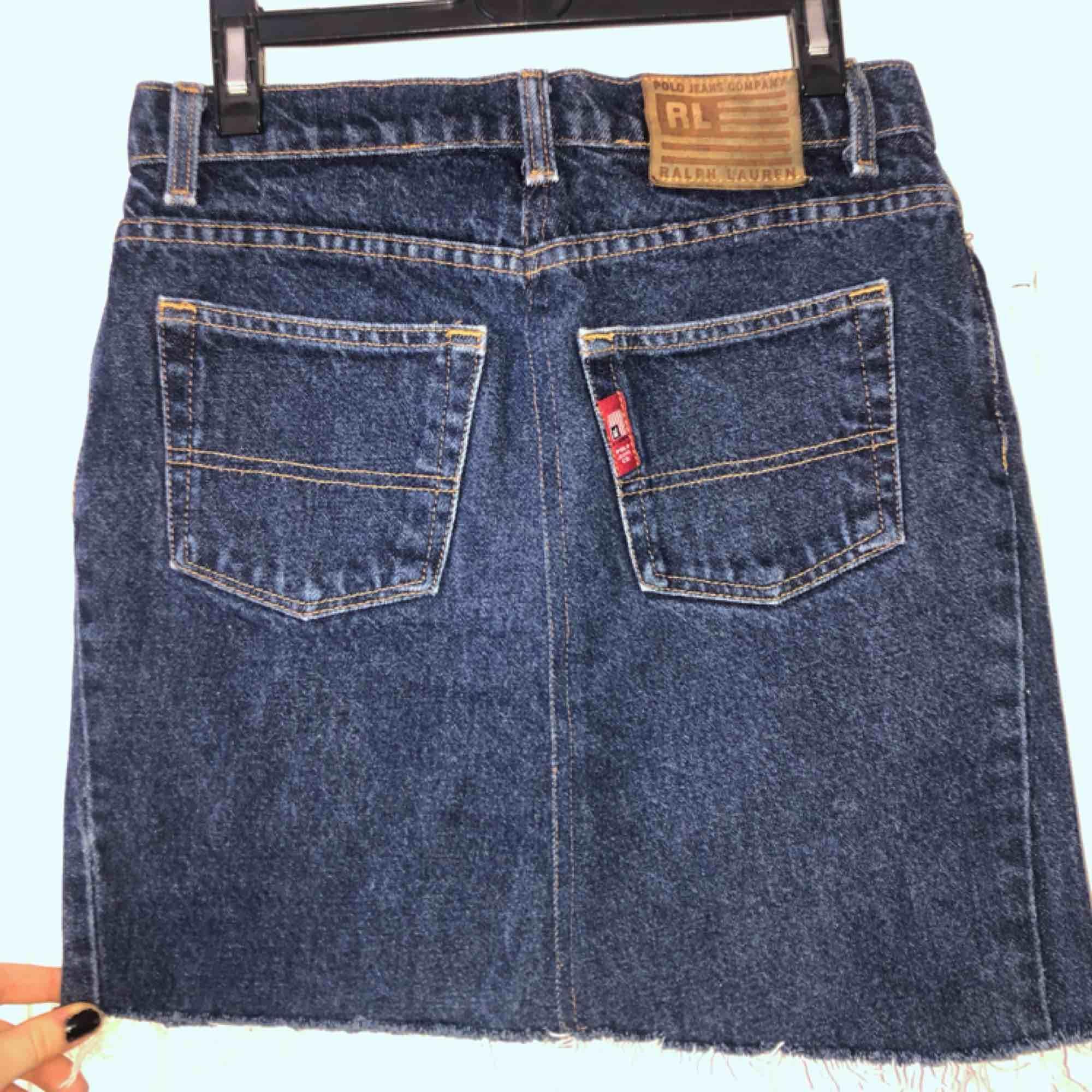 Jeanskjol från Ralph Lauren i strl S. Bra skick!. Kjolar.