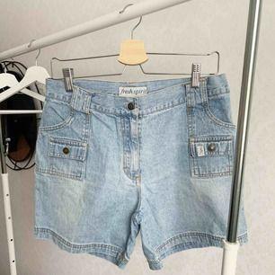 Shorts från Fresh Spirit. Fint skick. Storlek: 42 Pris: 1 kr  Köparen står för frakten