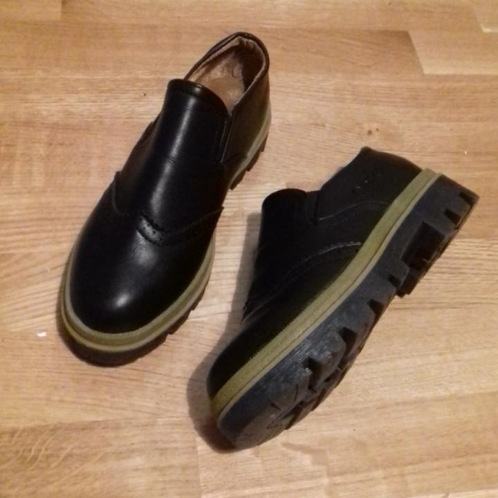 5dbe0bb2a282 Svarta nya skor köpta på internet, trodde det skulle vara stl 38 men små i  ...