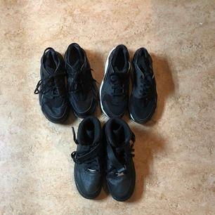 2 Huarache, 1 par Air Force 1. För små för mig. Saknar sulor då jag förut trodde skor blev större om när man tog ut dom! Du som köpare kanske har extra sulor hemma. Dm för mer info. Huarache strl 39 150 kr styck. OBS endast dom med vit sula är kvar!