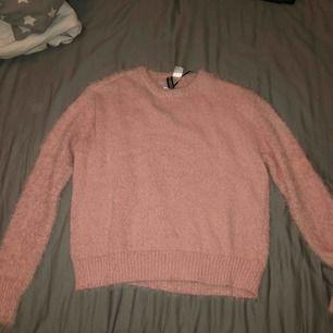 fluffig rosa tröja, aldrig använd