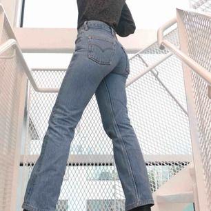 Vintage Levis jeans, endast använda ett par gånger. Passar en person som har storlek XS-S