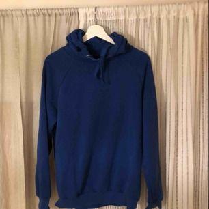 En snygg oversized hoodie från Gina, passar till allt och väldigt mysig. Inga slitningar eller liknande😊😊