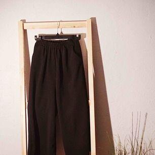 Svart mysiga byxor, mycket bra skick men används inte längre pga lite för tajta i midjan på mig trots resorband