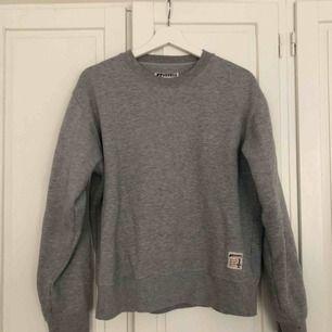 Grå vintage hoodie från beyond retro✌️ hämtas i gamla stan eller fraktas