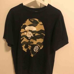 T-shirt från Bape, fint skick använd fåtal gånger! storlek L sitter som M!
