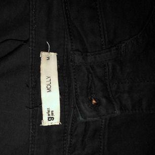Molly jeans från Gina, använda. Avklippta där nere